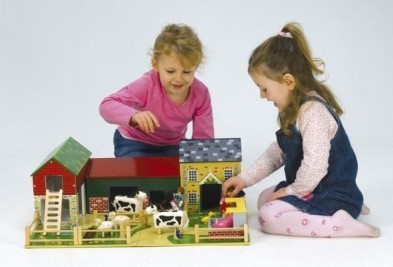 5 Advantages To Choosing Wooden Toys For Children