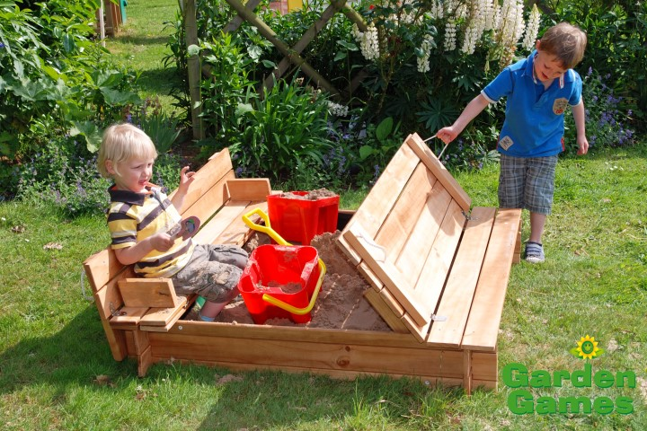 ZZATJE42 Wooden Square Sandpit with benches and cover 002