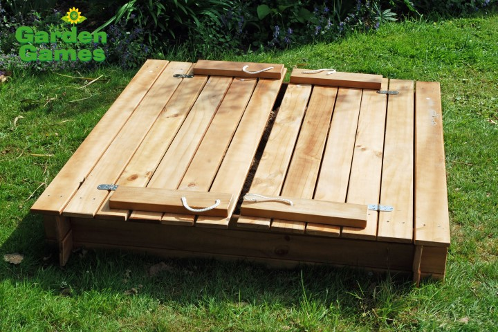 ZZATJE42 Wooden Square Sandpit with benches and cover 001