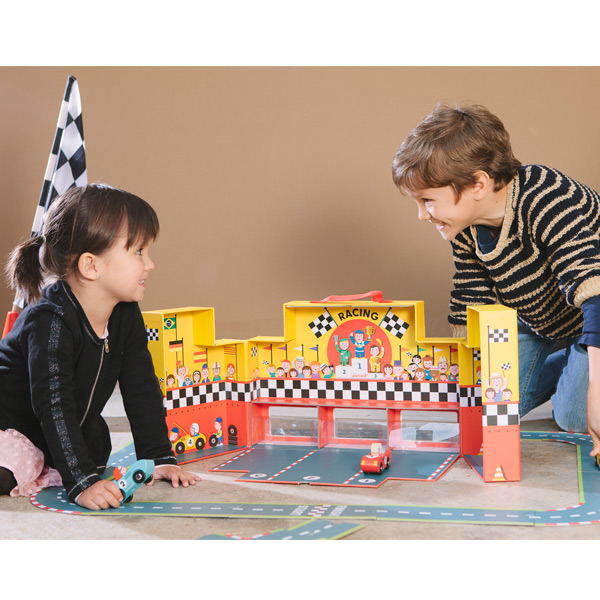 J08554  Janod Grand Prix Play Set in a Suitcase 002