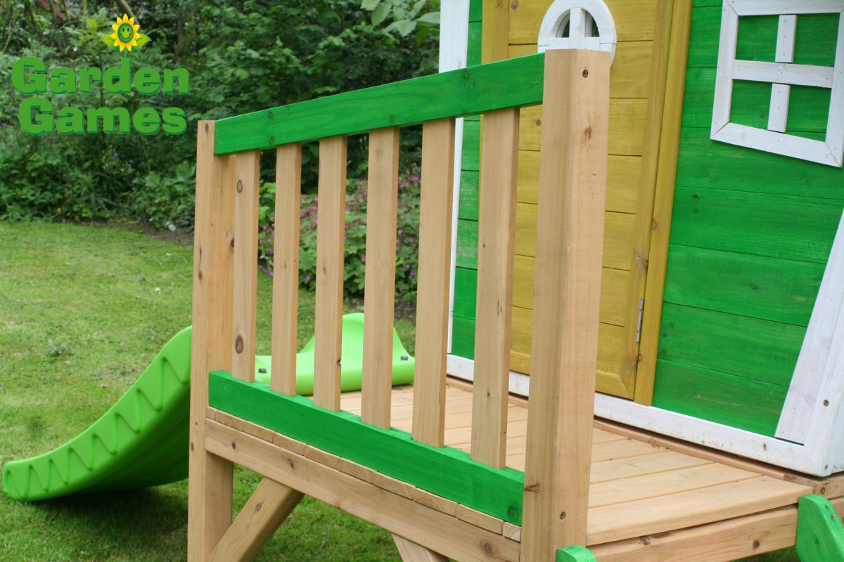 ZZ3247 Whacky Tower Wooden Playhouse 001