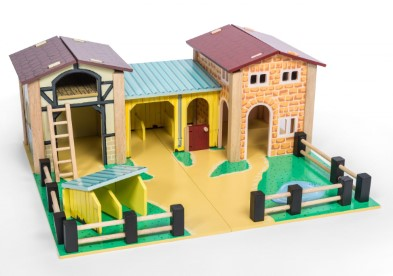 TV410 Wooden Farmyard by Le Toy Van 005