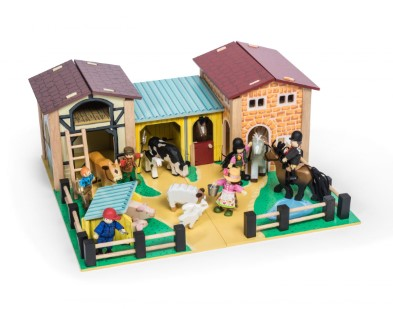 TV410 Wooden Farmyard by Le Toy Van 004