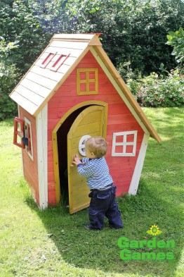 ZZ3244 Crooked Cottage Playhouse 002