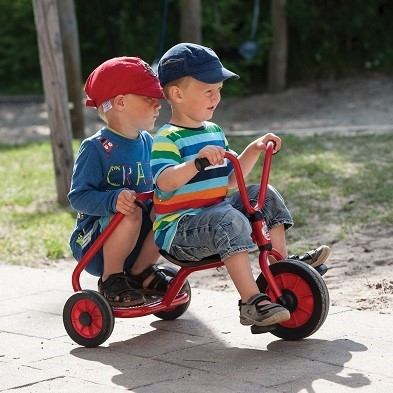 kids riding winther ben hur trike