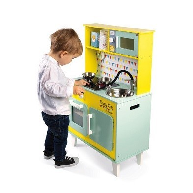 boy with janod happy day big cooker wooden toy